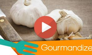 How to peel garlic in 10 seconds flat