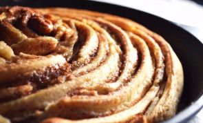 Giant Cinnamon Roll: a massive snack like no other!