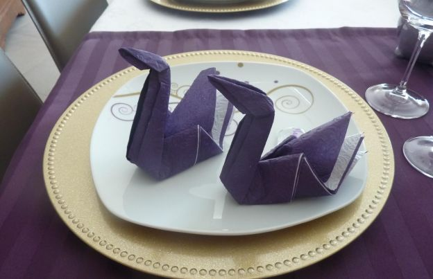 10 ways to fold napkins that will wow your guests - Pliage de serviette original ...