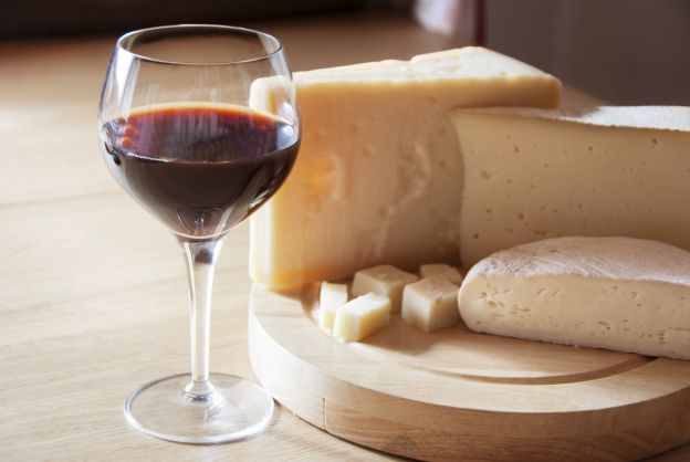 Red wine and cheese: friends or foes?