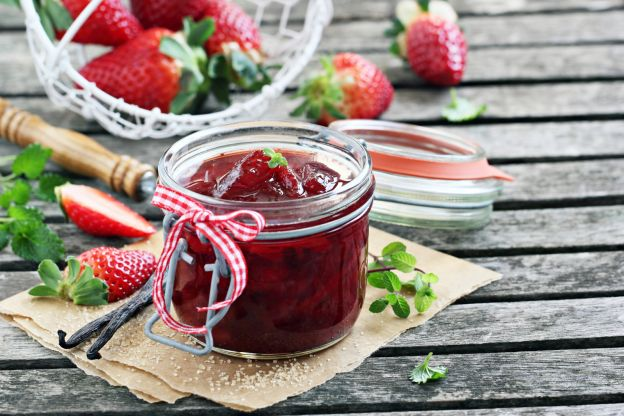 How to Make (Sugar-Free) Homemade Jam From Scratch