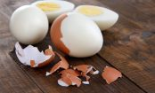 Kitchen HACK: How To Peel A Hard-Boiled Egg In 10 Seconds