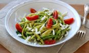 How to make spiralized zucchini pasta with pesto and feta