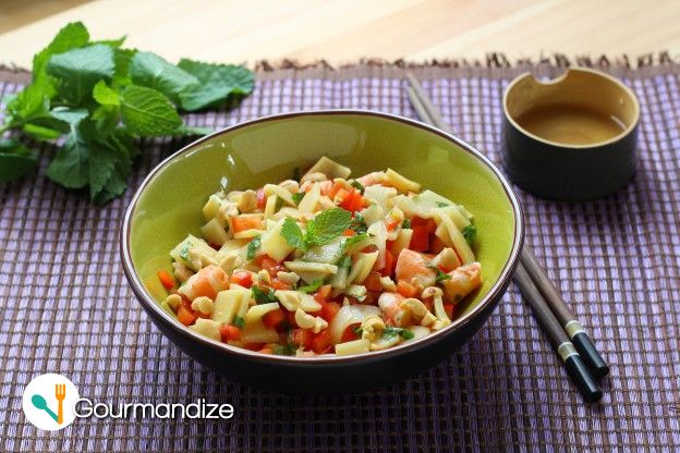 Shrimp salad with bamboo shoots, bell pepper, mint and cashews
