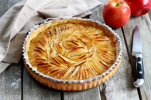 Recipe for apple pie with a french twist - Tarte soleil aux pommes ...