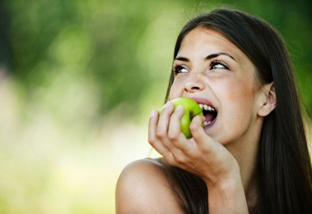 10 foods for a brighter smile