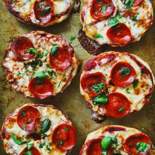 pepperoni bagel pizzas