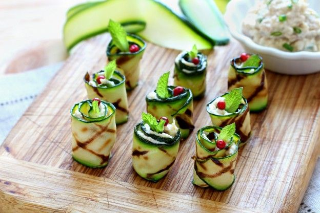 Grilled zucchini rolls with tuna and cream cheese