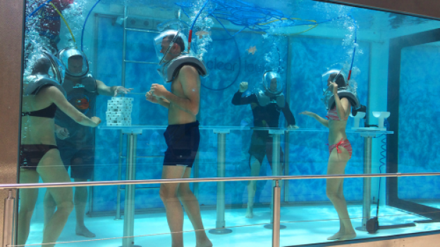 Photos Take A Dip In The World S First Underwater Oxygen Bar