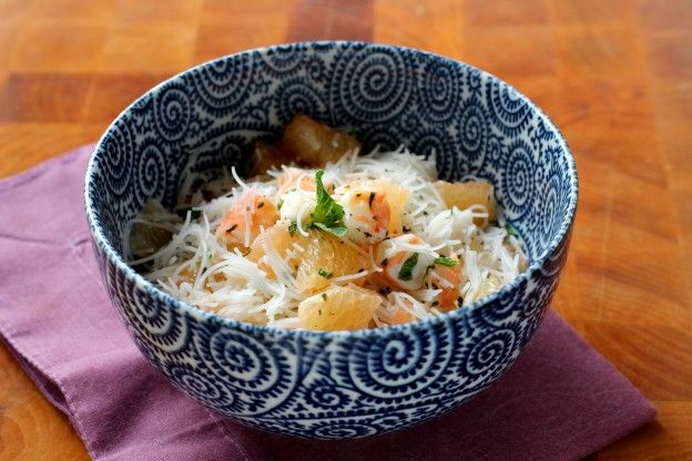 Grapefruit, shrimp and rice vermicelli salad