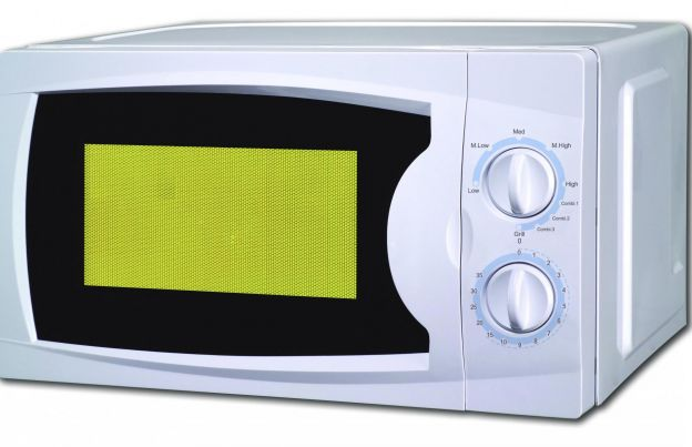 6 Foods You Should Never Heat Up In The Microwave