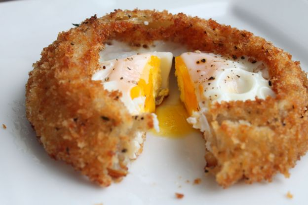 Fry Your Eggs in Onion Rings