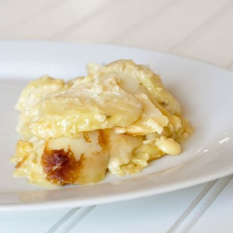 Scalloped Potatoes with Sharp Cheddar