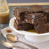 Delicious brownies with pecans and caramel sauce