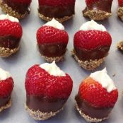 Recipe for chocolate-covered strawberry cheesecake bites