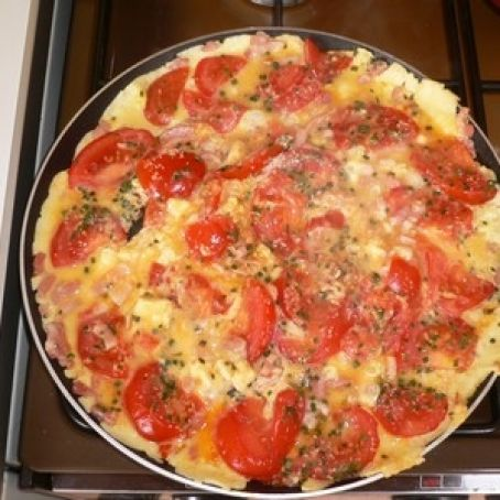 Omelette with cherry tomatoes and shallots