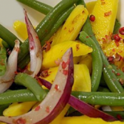 Green bean salad, mango and red onions