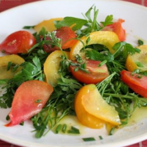 Tomato salad with herbs and ginger