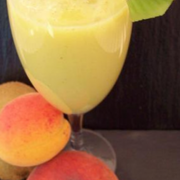Kiwi, Apricot, and Yellow Peach Smoothie