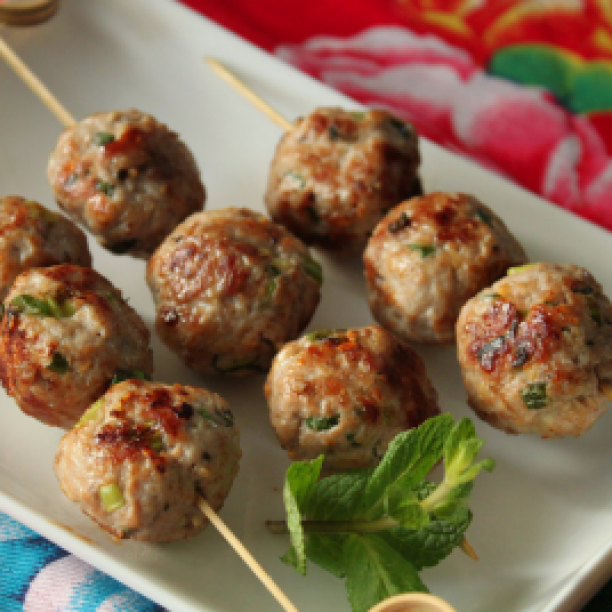 Nem nuong: Vietnamese Pork Meatballs with Mint