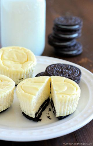 Mini Cheesecakes With Oreo Crust - © Yummy Healthy Easy