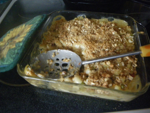 step by step essay on tuna casserole To make a tuna sandwich, start by mixing canned tuna with celery, onion, mayonnaise, lemon juice, salt, and pepper in a bowl then, spread the tuna mixture onto a slice of bread and top it with another slice to finish your sandwich.